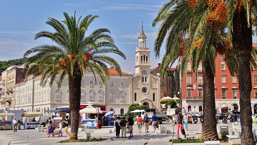 Split, Croatia is a romantic destination in Europe that shouldn't be missed. Discover 40+ romantic destinations in Europe perfect for Valentine's Day or romantic trips from this article. #romanticeurope #europe #valentinesday #love #citybreakseurope #romanticdestinations