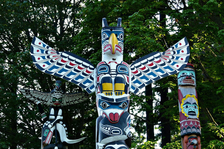 Totem Poles in Stanley Park, Vancouver, Canada. Discover all you need to know about visiting Vancouver from this article.