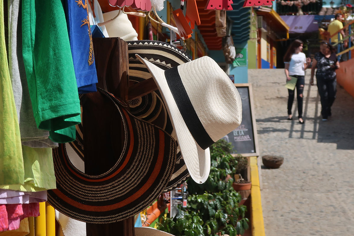 A Vueltiao Sombrero. What should I buy in Colombia