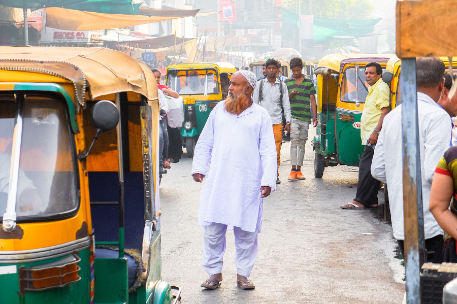 Tuk tuks on the streets of Ahmedabad. 8 usetul tips for your first trip to India