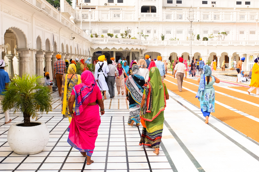 Visiting The Golden Temple in Amritsar. 8 clever tips for first-time travel in India