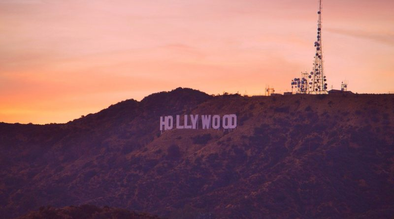 The Hollywood sign is one of Los Angeles landmarks. Discover how to explore Los Angeles in 3 days with this article. 72 hours in Los Angeles.