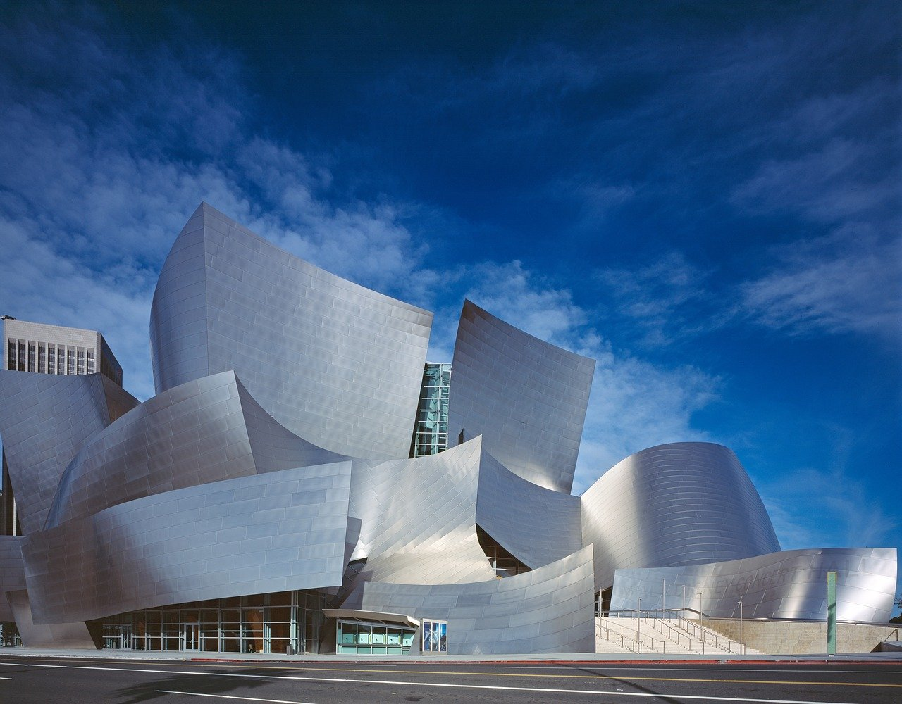 The Walt Disney Concert hall is one of the best things to see in Los Angeles. Here are various options for a 3-day itinerary for Los Angeles. Discover how to spend 72 hours in Los Angeles, USA, no matter what are your prefered activities, as this article covers all preferences.