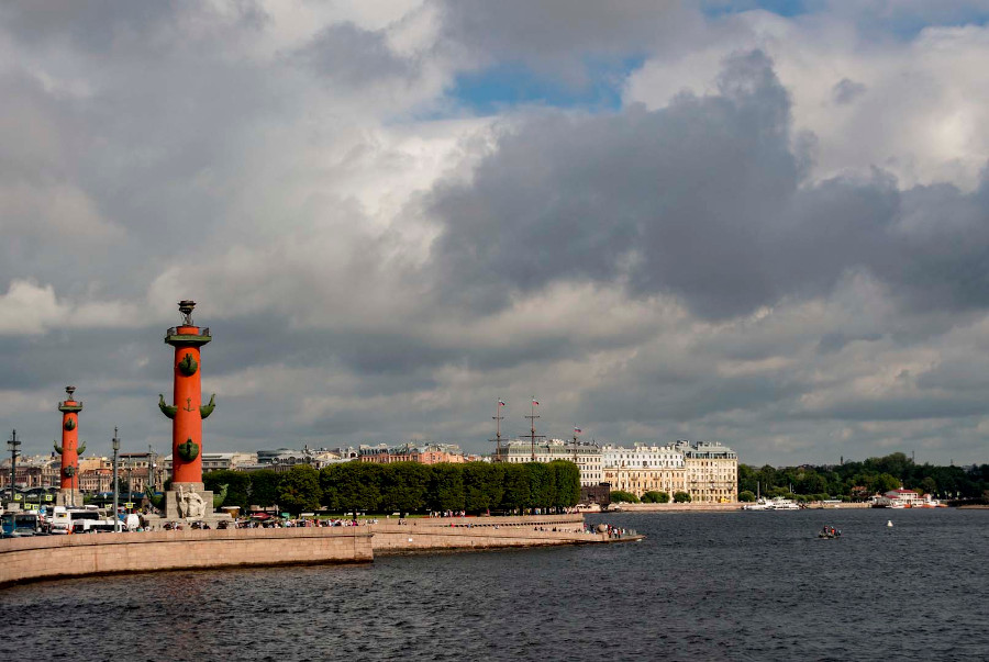 Spit of Vasilyevsky Island. Discover what to do if you only have 2 days in Sankt Petersburg, Russia. The best activites in Saint Petersburg in two days.