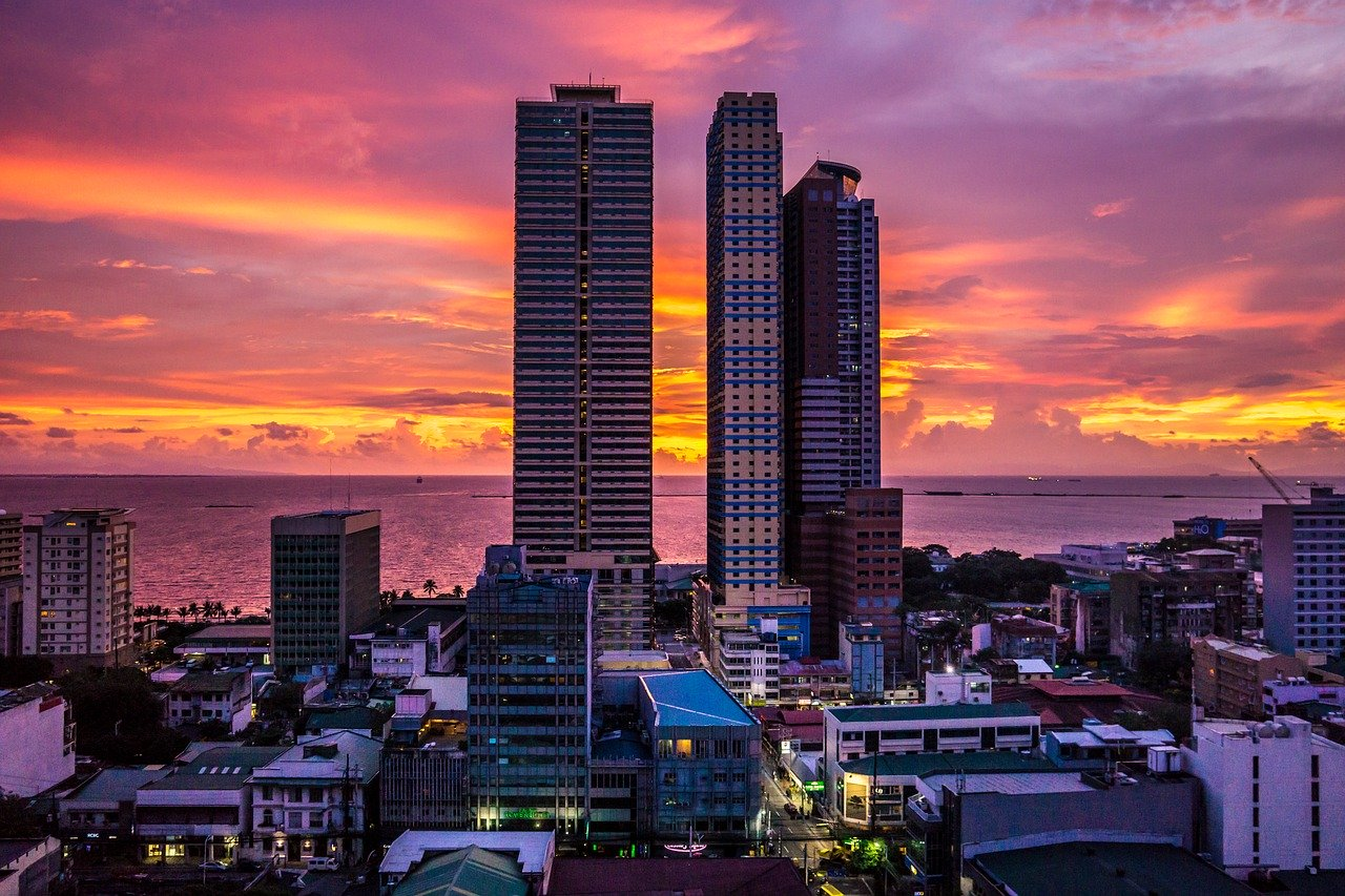 Enjoying a Manila Bay Sunset is one of the best things to do in Manila: attractions to see on your first trip to Manila, Philippines