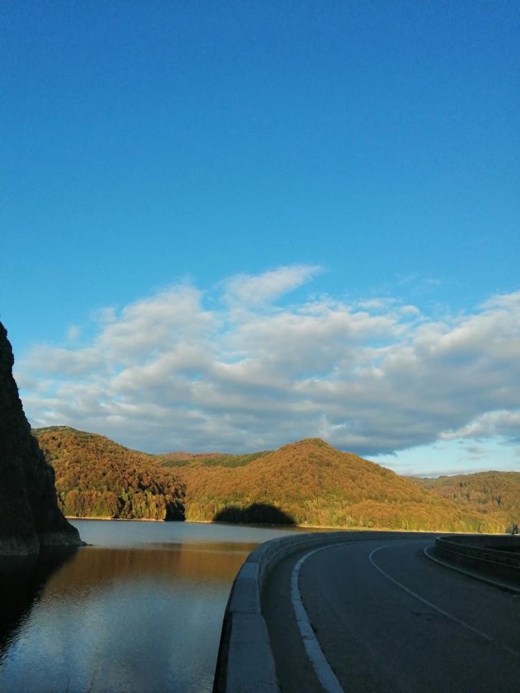 Vidraru Dam and Vidraru lake are two of the main Transfagarasan attractions. Discover the Transfagarasan things to do from this article